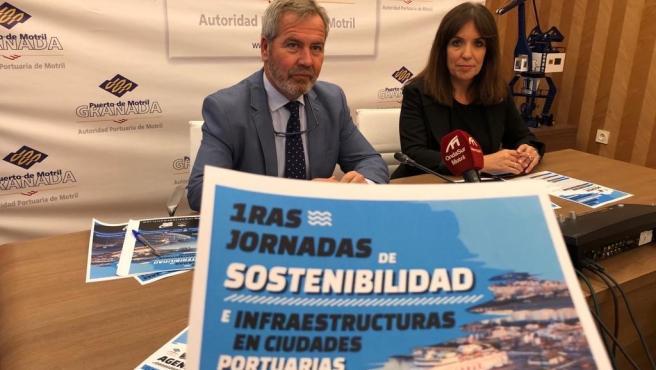 La responsable de BNI en Málaga y Granada Sur, Laura Martínez Arévalo, y el presidente de la Autoridad Portuaria de Motril, José García Fuentes, presentan las jornadas de sostenibilidad que acoge el puerto de Motril