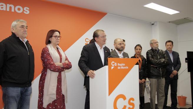 Miguel Garaulet con el resto de compañeros de Cs tras conocer resultado elecciones generales 10N, donde no han conseguido representación