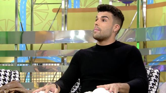 Pol Badía habla sobre la relación entre sus compañeros de 'GH VIP', Adara y Gianmarco, en 'Sálvame'.