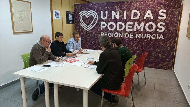 Reunión IU y Podemos en la sede de IU para analizar los datos electorales del 10N, donde consiguen mantener un diputado en el Congreso de los Diputados