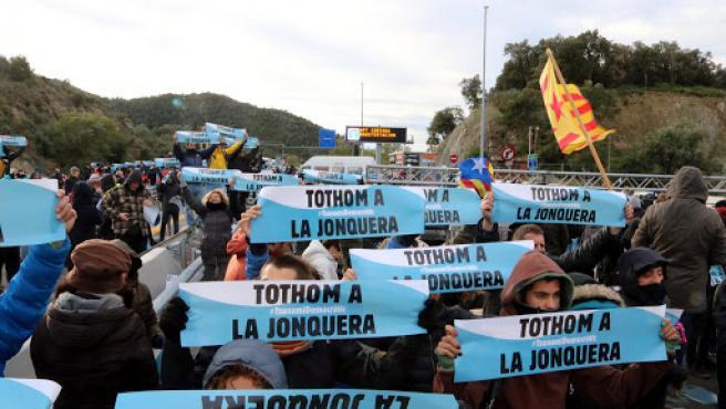 El corte de la AP-7 en La Jonquera por parte de Tsunami Democràtic causa colas de hasta 12 kilómetros en la N-