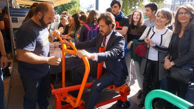 Visita del consejero Miguel Motas a la XVIII Semana de la Ciencia y la Tecnología