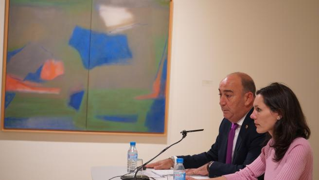 De Vicente (I) y Doldán (D) explican los acuerdos adoptados sobre el Museo Esteban Vicente.