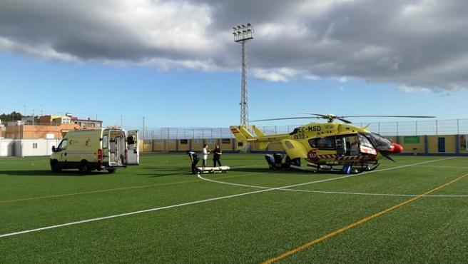 El helicóptero medicalizado del SUC traslada a la mujer a La Candelaria