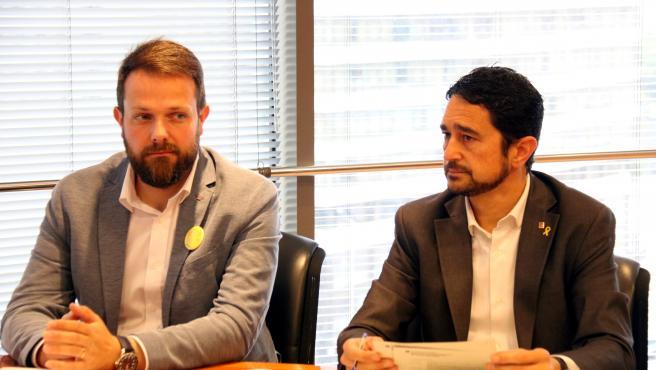 El conseller de Territori i Sostenibilitat, Damià Calvet, acompanyat del secretari general de l'Esport, Gerard Figueras, en la reunió amb la Federació Catalana de Vela el 2 de maig del 2019.