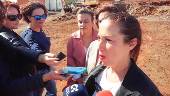 La alcaldesa de Santa Cruz de Tenerife, Patricia Hernández, visita las obras de las 44 viviendas de El Tablero