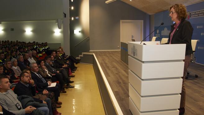 La consejera de Seguridad del Gobierno Vasco, Estefanía Beltrán de Heredia, en la apertura del curso de formación para policías locales.