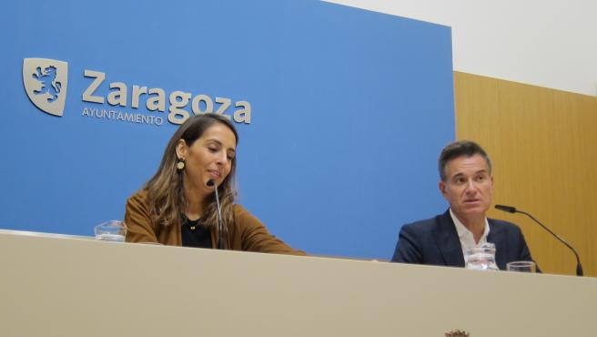 Maria Navarro y Víctor Serrano en rueda de prensa tras el Gobierno de Zaragoza