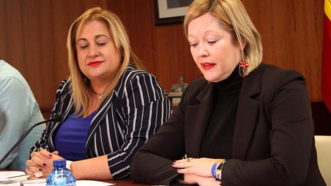 Yolanda de Gregorio (izda) e Irene Cortés informan sobre las competencias en materia de Protección Civil.