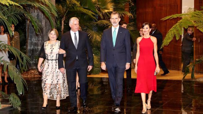 Felipe y Letizia se han reunido con colectivos sociales y con los empresarios españoles en Cuba.