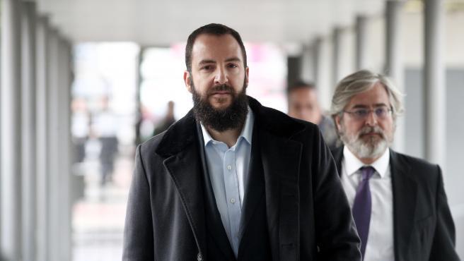 La Fiscalía pide dos años de cárcel para él por supuestamente defraudar 600.000 euros a Hacienda.