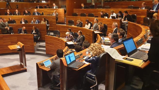 Adrián Barbón interviene en el Pleno.