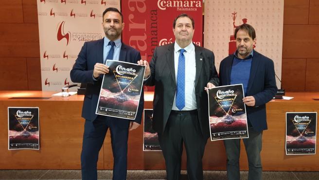 Álvaro Juanes, Benjamín Crespo y Fernando Castaño, de izquierda a derecha, en la presentación del Fin de Año Universitario.