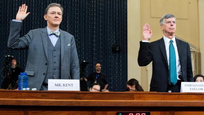 George Kent, subsecretario de Estado adjunto responsable de la política para Ucrania, y Bill Taylor, embajador interino de EE UU en Ucrania, antes de testificar en la Cámara Baja de EE UU.