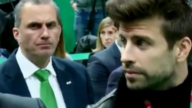 Javier Ortega-Smith y Gerard Piqué, durante la presentación de las finales de la Copa Davis.