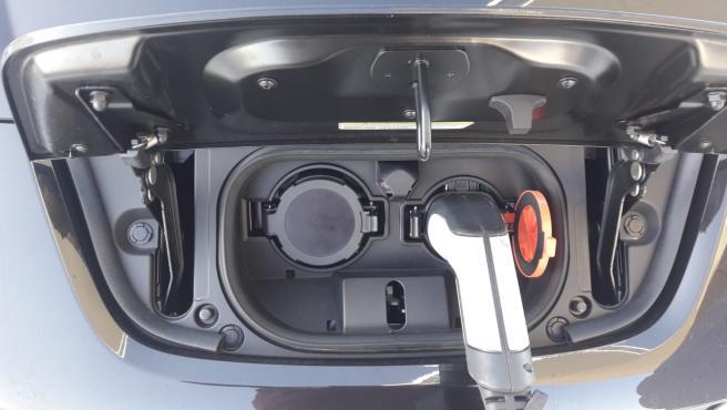 Coche eléctrico. Recarga de coche eléctrico.