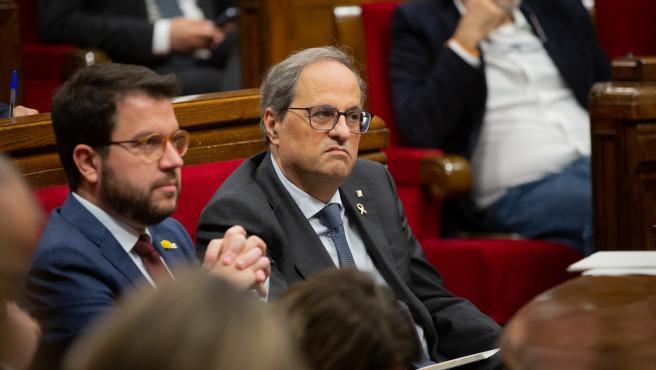 El presidente de la Generalitat, Quim Torra, y el vicepresidente, Pere Aragonès, en el pleno del Parlametn del 13 de novimebre de 2019.