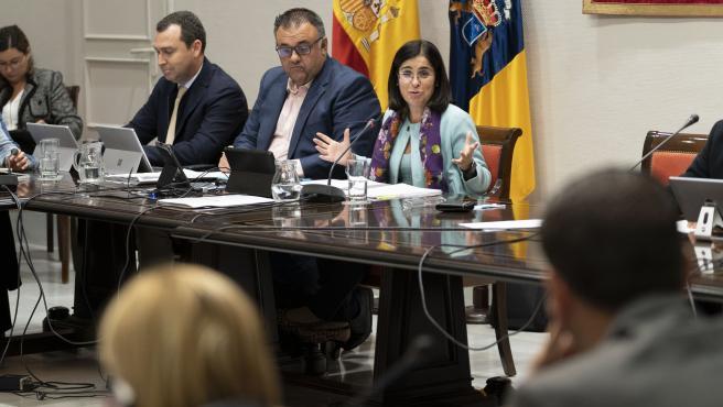 La consejera suplente de Obras Públicas, Carolina Darias, en la presentación de los presupuestos en el Parlamento