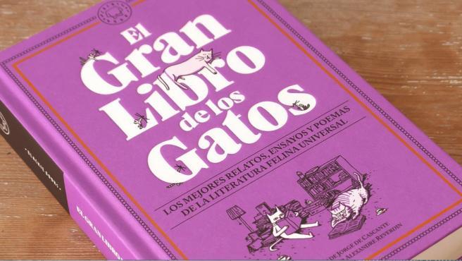 Así es la portada de 'El Gran Libro de los Gatos'.