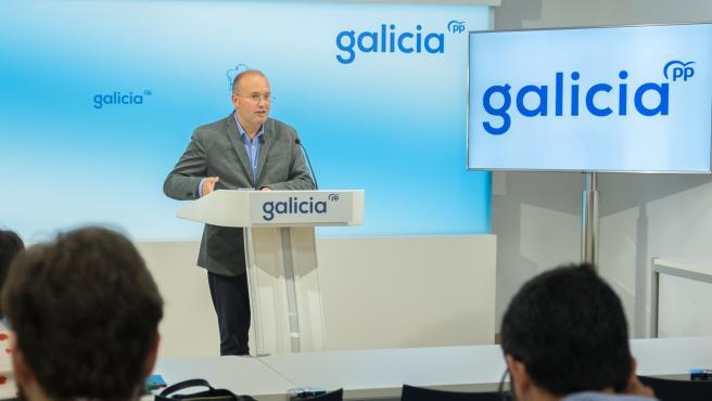 El secretario general del PP gallego, Miguel Tellado, en rueda de prensa en la sede autonómica