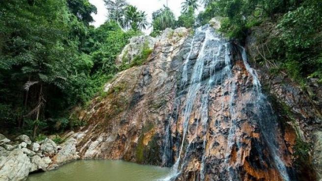Cascada de Na Mueang 2 en Ko Samui, Tailandia.
