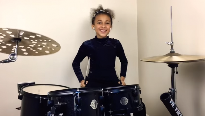 Nandi, la niña baterista que hace covers para YouTube
