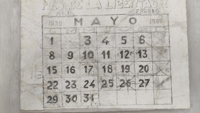 Calendario realizado por presos de la Guerra Civil en las paredes del monasterio de Oia