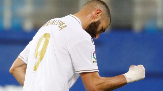 Karim Benzema celebra un gol con el Real Madrid.