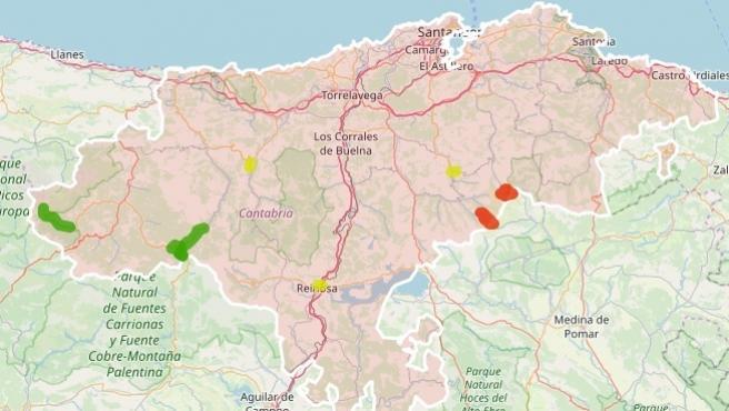 Estado de las carreteras de Cantabria, con puntos en rojo en los cerrados los puertos; en amarillo en los que se necesita circular con precaución y los abiertos sin incidencias en verde