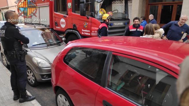 Los Bomberos de Palma han rescatado en la tarde de este domingo a una menor que se había quedado encerrada en el interior de un vehículo.