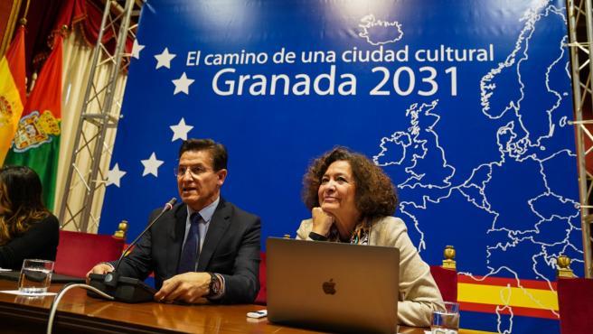 El alcalde de Granada, Luis Salvador, y la rectora de la UGR, Pilar Aranda