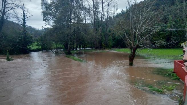 Aumento del caudal en el Río Linares, en Villaviciosa