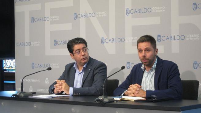 El presidente del Cabildo de Tenerife, Pedro Martín, y el consejero de Lucha contra el Cambio Climático, Javier Rodríguez, en rueda de prensa