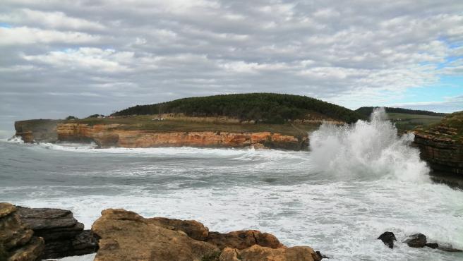 Vuerte viento y oleaje en el litoral cántabro. Temporal. Olas