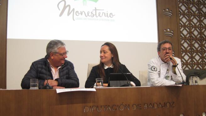 Autoridades en la presentación de unas jornadas gastronómicas de Monesterio