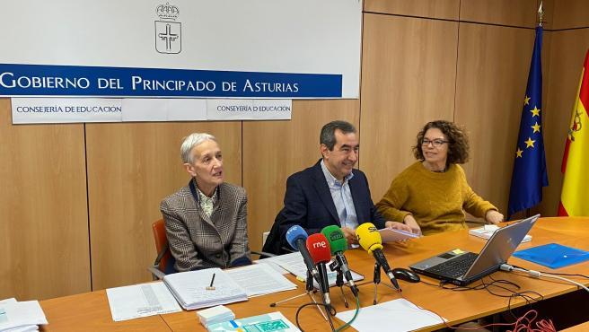 Carmen Suárez, Alberto Muñoz y Angélica Álvarez durante la rueda de prensa.