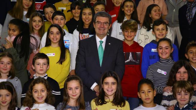 El alcalde, Juan Mari Aburto, con el Consejo Municipal de la Infancia