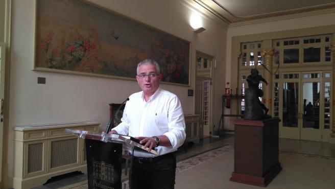 El portavoz de El PI en el Parlament, Jaume Font, atiende a los medios tras la junta de portavoces.
