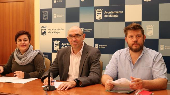 Los concejales de Adelante Málaga Paqui Macías, Eduardo Zorrilla y Nicolás Sguiglia en rueda de prensa
