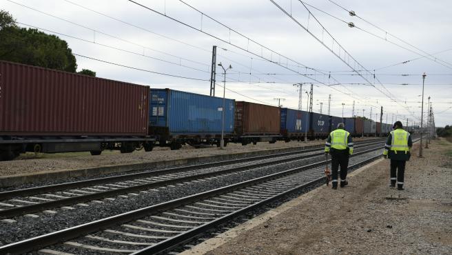 Un tren de mercancías ha arrolado a una furgoneta a la altura de Manzanares, accidente que ha provocado la muerte de los dos ocupantes del vehículo