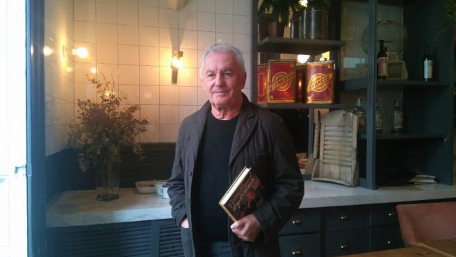 El cantante asturiano Víctor Manuel durante la presetación de su nuevo libro de cocina 'El gusto es mío'.