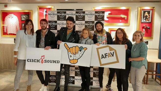 El grupo valenciano Bombai presenta el videoclip 'Solo si es contigo' con Les Veus de la Memòria