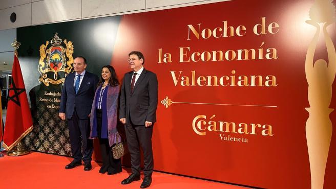 El presidente de Cámara Valencia, José Vicente Morata; la embajadora de Marruecos, Karima Benyaich, y el president de la Generalitat, Ximo Puig