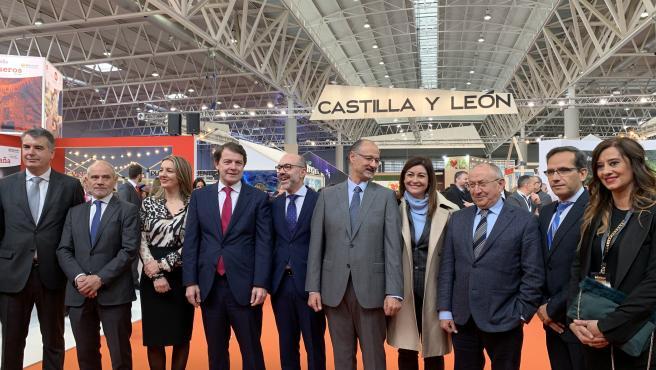 El presidente de la Junta de Castilla y León, Alfonso Fernández Mañueco, (cuarto por la izquierda) y diversas autoridades de Castilla y León inauguran Intur 2019.