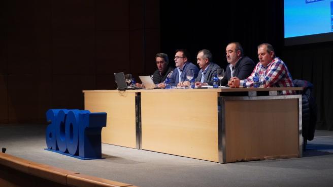 En el centro de la imagen de izqda a dcha : José Luis Domínguez, director general y Justino Medrano, presidente de ACOR, durante la junta preparatoria en Valladolid