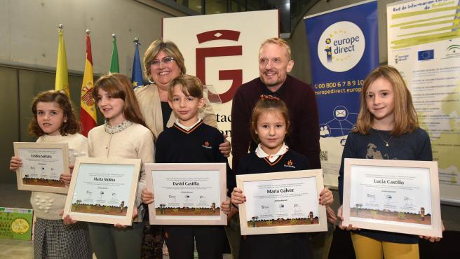 Imagen de la entrega de diplomas del concurso de dibujo 'Mi Primer Huerto Ecológico'