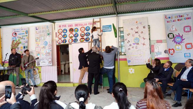 Inauguración de la Plaza de los Derechos del Niño en el colegio María de la O de Los Asperones en Málaga capital