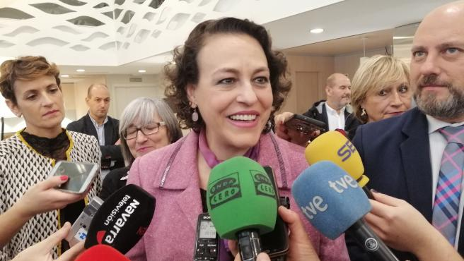 La ministra de Trabajo, Migraciones y Seguridad Social en funciones, Magdalena Valerio, atendiendo a los periodistas
