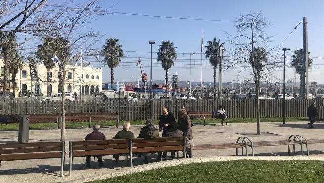 Vecinos de Santurtzi, el municipio del Estado que más invierte por persona en servicios sociales, con una media de 266 euros.