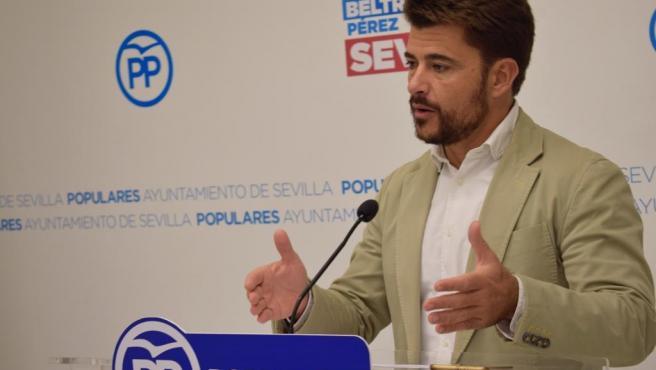 El portavoz del PP en Sevilla, Beltrán Pérez, en rueda de prensa